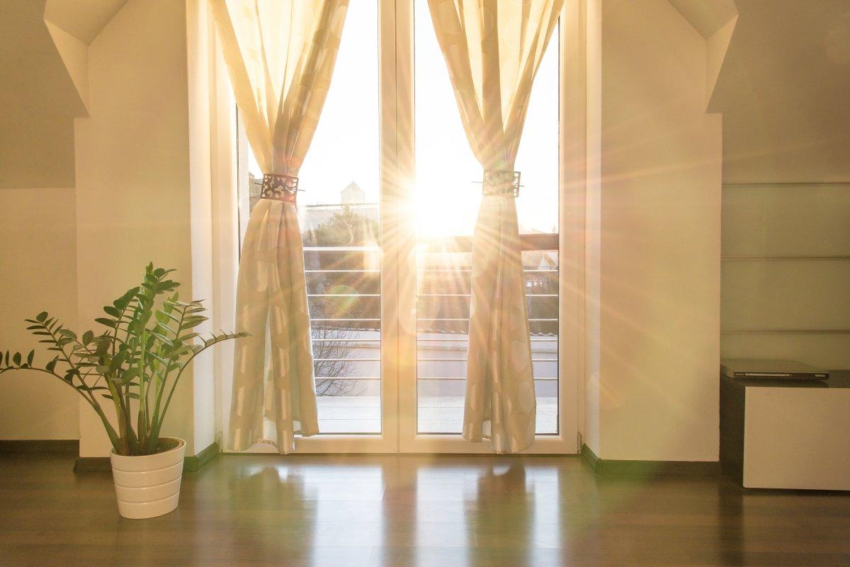 Szyba przeciwsłoneczna - idealne rozwiązanie nie tylko na lato